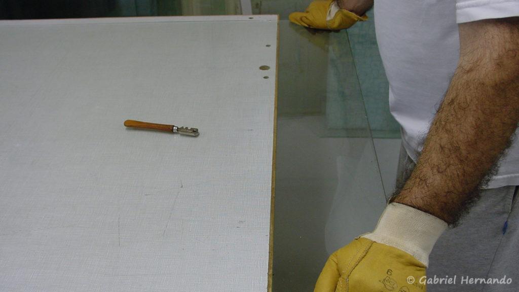 Pression uniforme sur la partie en porte à faux.