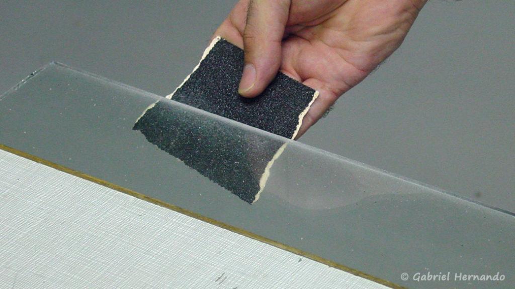 Ebavurage d'une plaque de verre