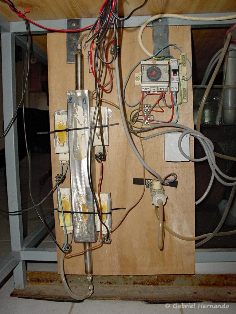 Système de chauffage de l'eau par récupération des calories dissipées par les ballasts d'éclairage fluo
